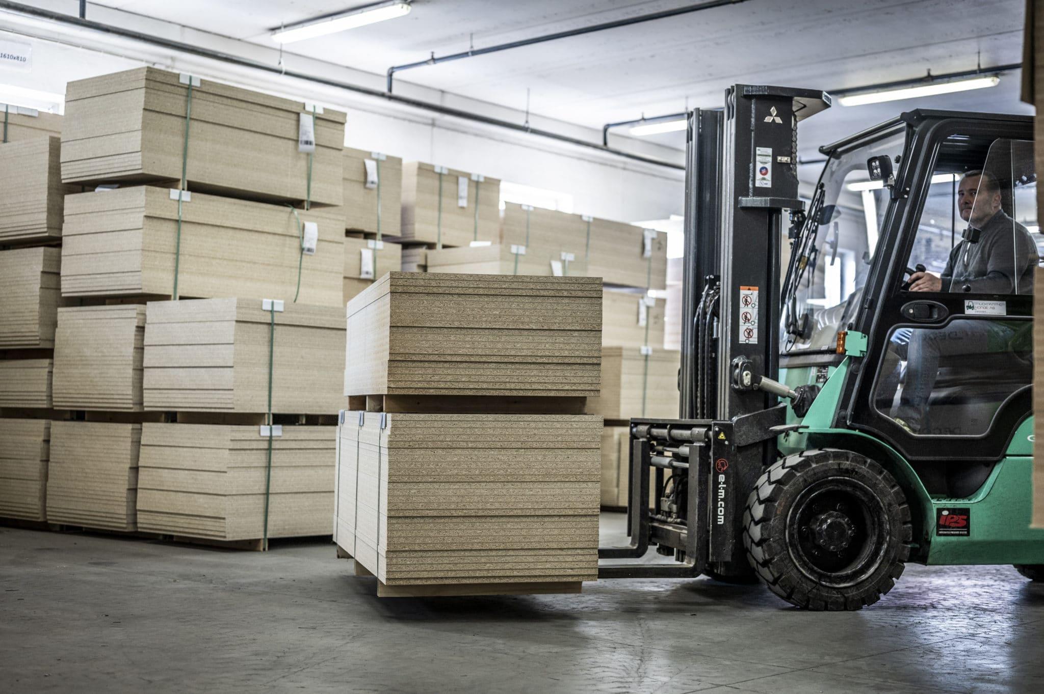 Aarsland møbelfabrikk produksjon lager
