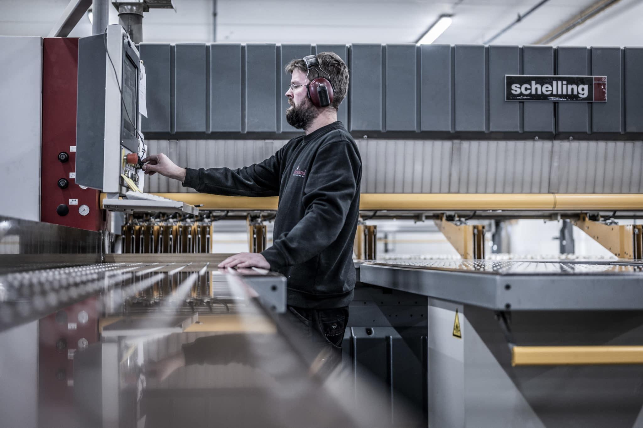 Aarsland møbelfabrikk produksjon plater