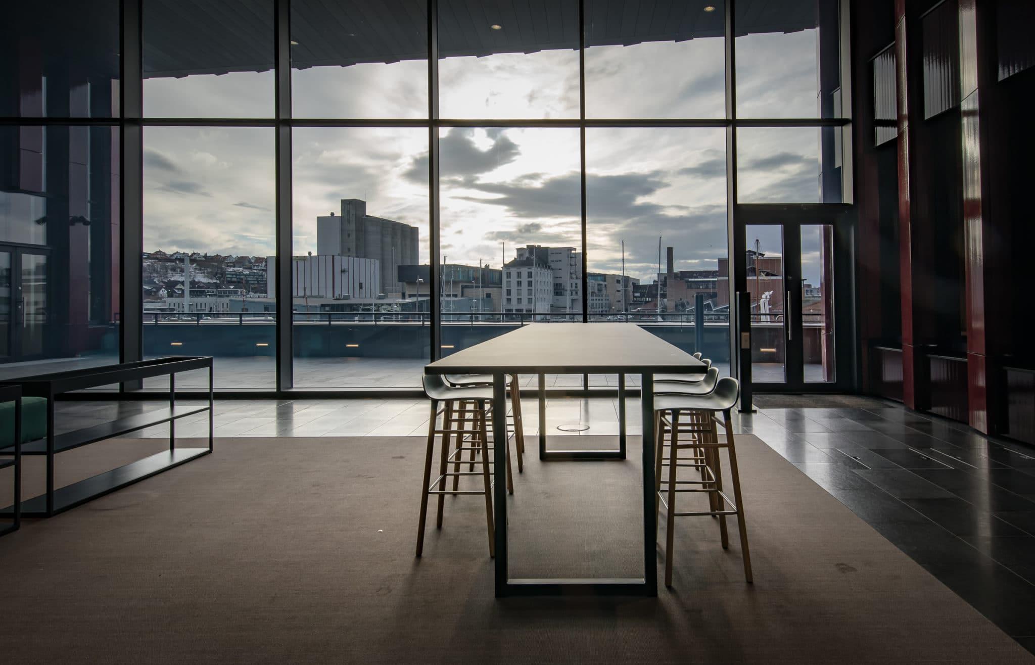 Lux ståbord. Aarsland. Foto: Sandnes Rådhus.